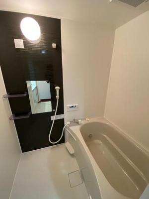広々とした浴室はリフォーム済です。 浴槽もゆったりと足を伸ばして浸かっていただけ、日々の疲れを癒す事ができますね♪