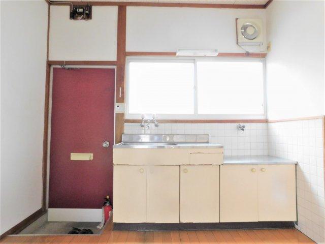 DK(4.5帖)キッチン前には窓があります。