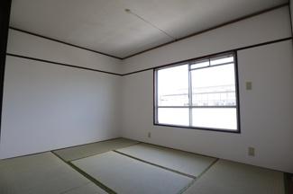 高洲二丁目住宅 畳も交換済みでゆったりできる和室となっております。