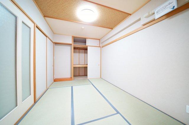リビング横、約6.0帖の和室です。エアコンが設置できる和室です。