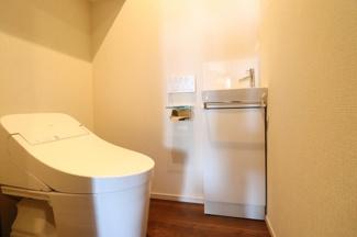 【トイレ】トイレに手洗い器設置で衛生面もバッチリです♪