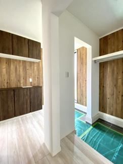 玄関とシューズクローゼットのどちらにもアプローチできますので便利ですよ!