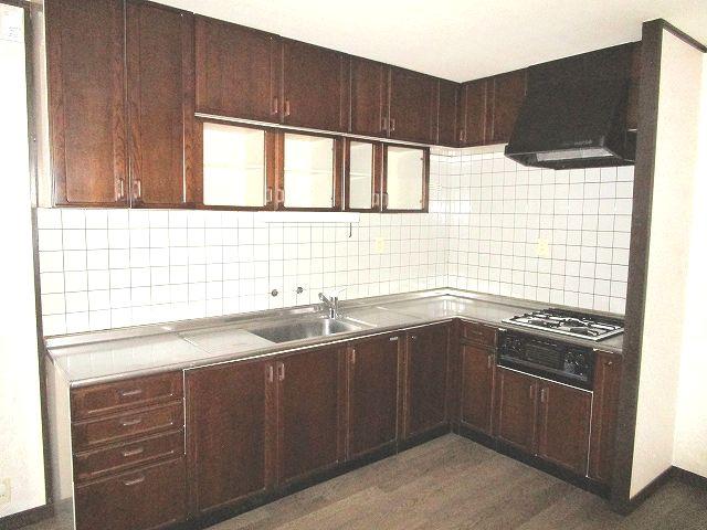 動きやすいL型キッチン