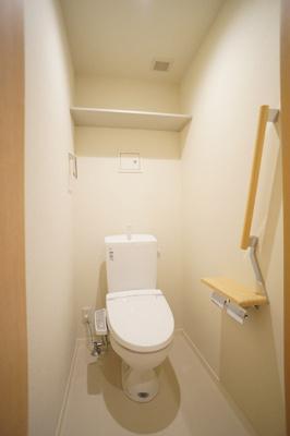 トイレ(温水洗浄便座)上部棚有り♪