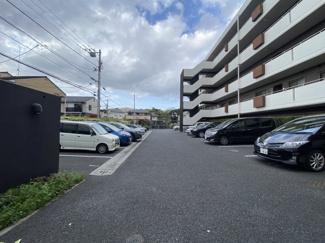 スマータス幕張本郷 平置き駐車場です