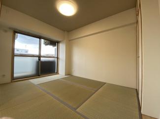 スマータス幕張本郷 6帖の和室です