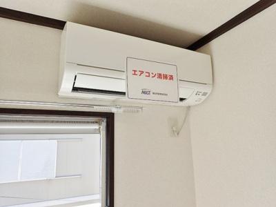 暑い夏や寒い冬に大活躍!南向き洋室5.4帖にあるエアコンです☆冷暖房完備で1年中快適に過ごせます♪