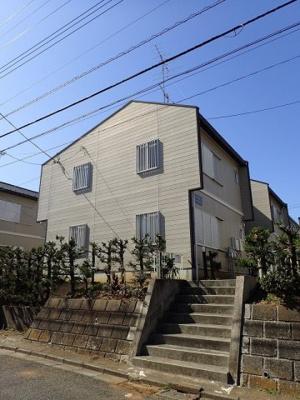 積水ハウス施工の賃貸住宅シャーメゾン♪「生田」駅にアクセス可能な最寄りバス停より徒歩2分!便利な立地の2階建てアパートです♪