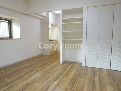使いやすい居間は、洋室約12帖です