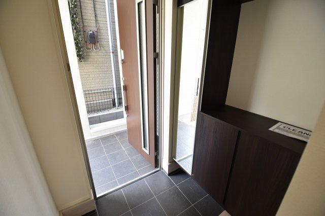 ゆったりとした玄関にはシューズボックスを設置!