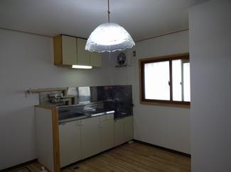 DK6帖 家事動線を考えてキッチンの隣が洗濯機置き場