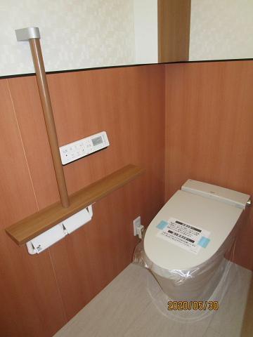 最新のタンクレストイレです スッキリとしたデザインがいいですね