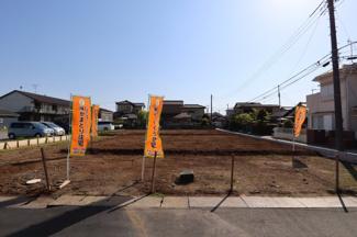 グランファミーロ八幡 間口広く駐車スペースもゆったり確保できます。