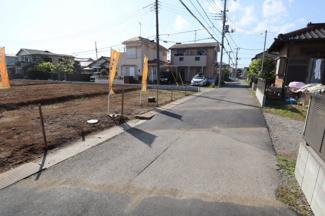 グランファミーロ八幡 交通量の少ない前面道路
