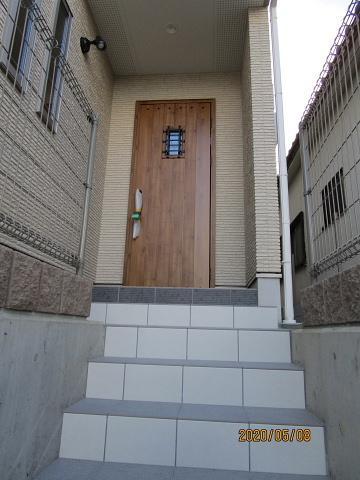 お洒落な玄関ドアです