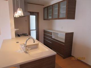 アイランド型のオープン対面キッチン