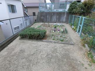 敷地内の花壇スペースです