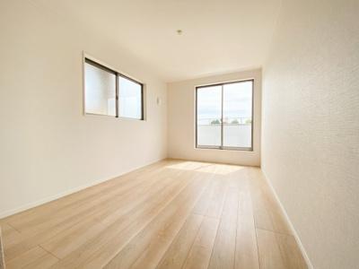 和空間を除く居室は全棟共に3室。1.5帖のWICを備えた7帖の主寝室に加え、子供部屋に最適な2部屋。シンプルな色合いで使いやすい広さになっています。