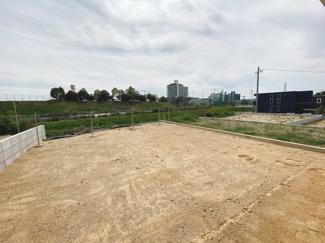 この広さの南庭をみてください!ライフスタイルに合った活用が出来ますね。お子様のプレイスペースやBBQも楽しめそうです。
