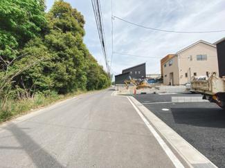 4.87m~7.08m道路に面していて交通量も少なめです。