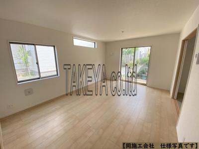 (同仕様写真)一階は和空間との一体活用で19帖超えの広さを確保しています。3面採光になっているので採光もしっかりあって暖かい空間。家族も集まりやすいですね!