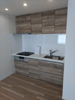 新規交換済 浄水器付き おしゃれなウッド調のキッチンです