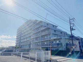 11階建 165戸の大規模マンションです