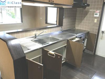 キッチンの収納スペースです