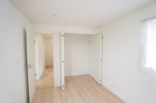 バルコニーに面した2階6帖洋室 本日、建物内覧できます。お電話下さい!