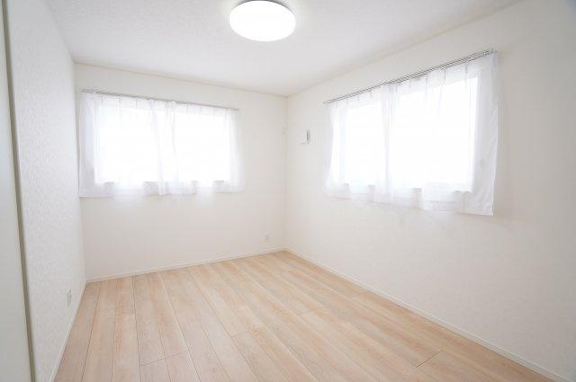 2階6帖洋室 本日、建物内覧できます。お電話下さい!