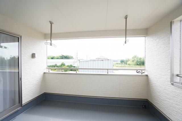 インナーバルコニーで雨の日も安心♪本日、建物内覧できます。お電話下さい!