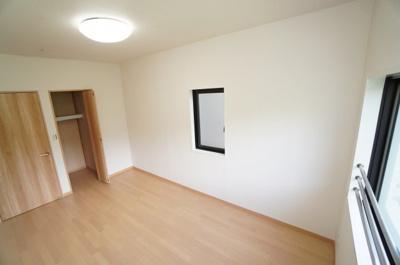 【たっぷり収納】 クローゼットの容量もあるので、使い勝手が 良い部屋に仕上がってます。