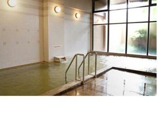 共有部分の温泉です。ジムで汗をかいた後の温泉は気持ちがいいですよね。
