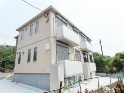 積水ハウス施工の賃貸住宅シャーメゾン!横浜線「鴨居」駅より徒歩圏内の2階建てアパートです♪駅周辺には、大型商業施設ららぽーと横浜があります☆
