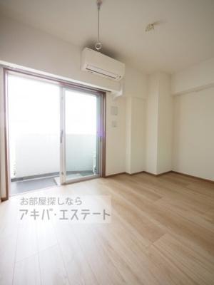 【居間・リビング】ライジングプレイス綾瀬二番館