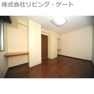 洋室6帖。レイアウトで色々な雰囲気に変化するお部屋ですね。
