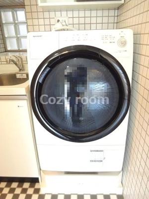 ドラム式洗濯機も付いてます(^-^) お洒落~