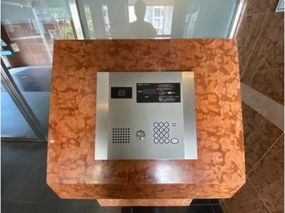 オートロック付、TVモニターでお部屋からお客様を確認できます。