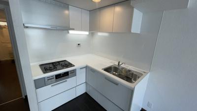 L字のキッチンです。