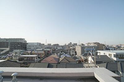 バルコニーからの眺望は開放感があって良好です。