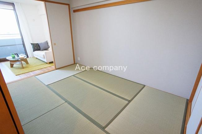 【和室6帖】畳表替え、襖張替え済み☆リビングと廊下の2WAYです♪