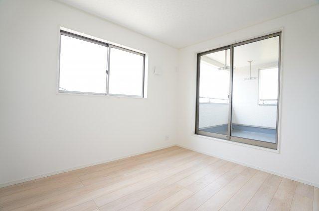2階5.7帖洋室 本日、建物内覧できます。お電話下さい!