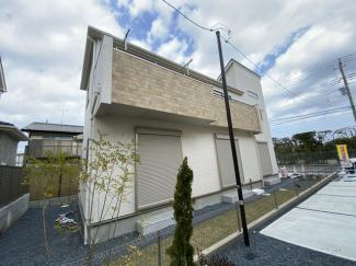 JR総武・中央緩行線「津田沼」駅バス25分習志野停歩9分のバス便もあります。