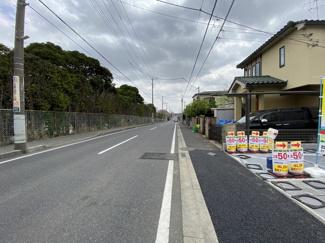 前面道路は10mの公道です。
