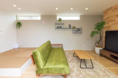 リビングの畳スペースは、気軽に横になったり、 洗濯物をたたむスペースに使うのに最適です。 タタミコーナーの裏にはライフスタイルの変化に合わせて使える、 ファミリークローゼットもあります。