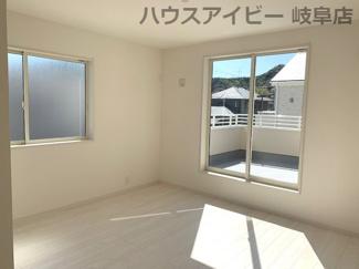 ♪岐阜市日野南新築建売 車並列4台駐車OK♪落ち着いた色調の洋室です