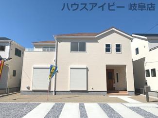 建物外観を気になさる方へ、見た目の良い物件です♪岐阜市日野南新築建売 車並列4台駐車OK♪