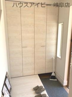 きれいな玄関です♪岐阜市日野南新築建売 車並列4台駐車OK♪