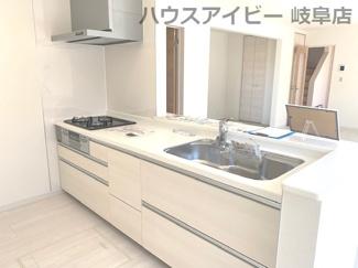 キッチンでお料理をお楽しみください♪岐阜市日野南新築建売 車並列4台駐車OK♪