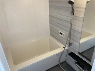 ■風呂 1216サイズのお風呂になります。限られた浴室スペースを最大限に広くして、大人1人での入浴は気にならない広さとなっています。24時間換気、浴室乾燥機・追炊機能付きです。